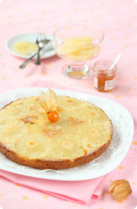 Постный ананасовый перевёрнутый пирог / Bolo invertido de abacaxi sem leite e ovos