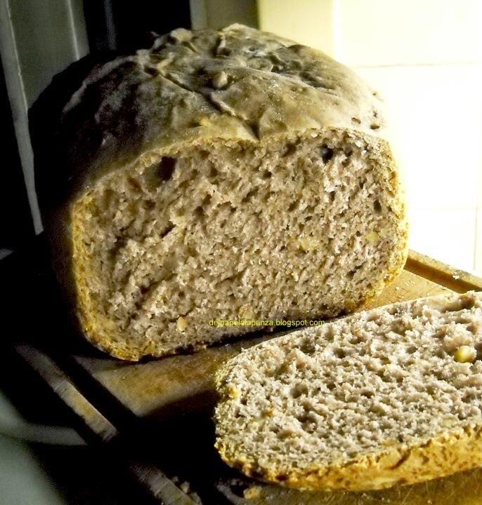Pan con centeno, vino tinto y nueces