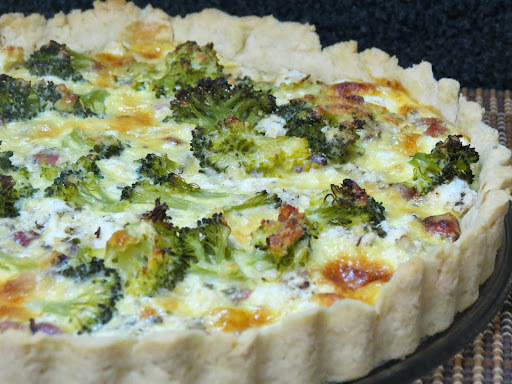 de quiche de brocolis com bacon