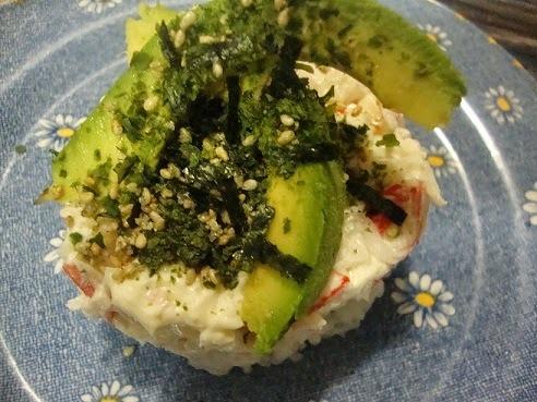 Surimi sobre arroz al vapor y Algas Nori