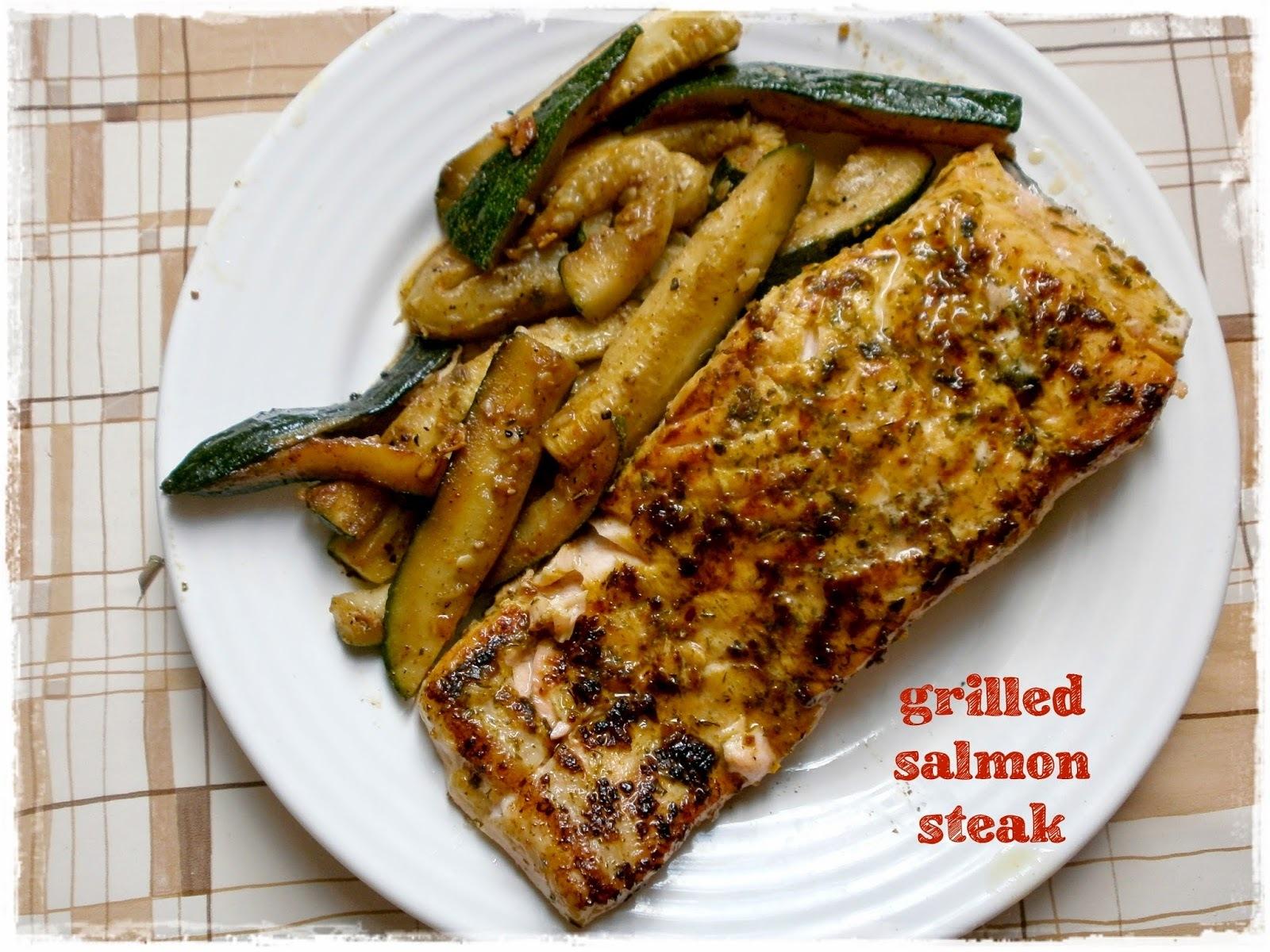 Jednoduchý grilovaný losos s ešte jednoduchšou cuketou