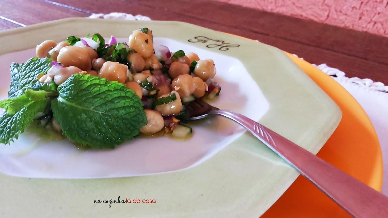 Salada Refrescante de Grão de Bico e Hortelã