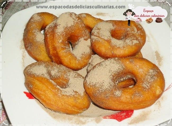 Rosquinha frita com canela e açúcar (massa feita na MFP, máquina de fazer pão)
