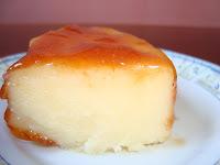Pudim de queijo com calda de laranjas