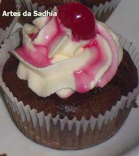 Cupcake de cereja,com Chantily Tirolez
