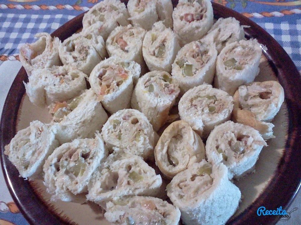 Rolinhos de Pão de fôrma recheado com filés de atum Gomes da Costa