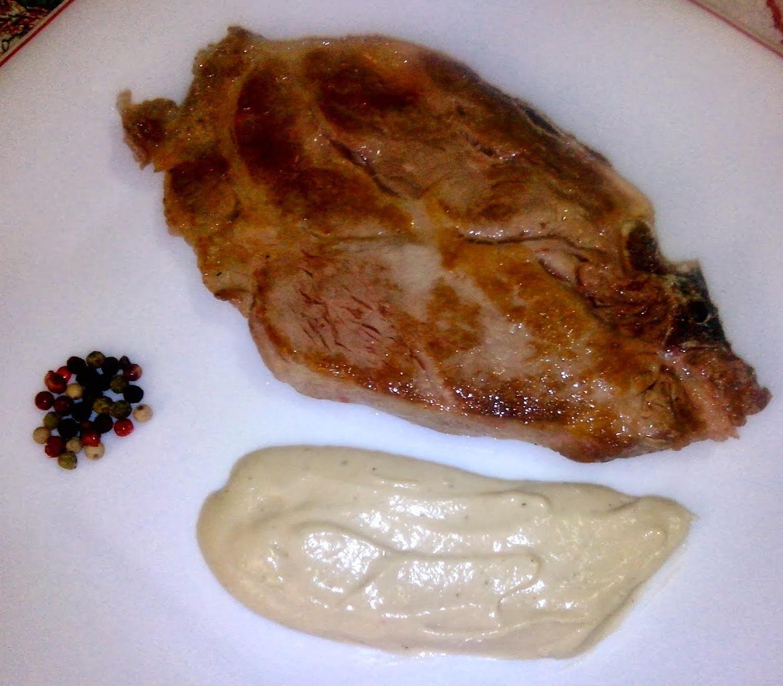 Chuleta de Cerdo con Crema de Nata a la Pimienta