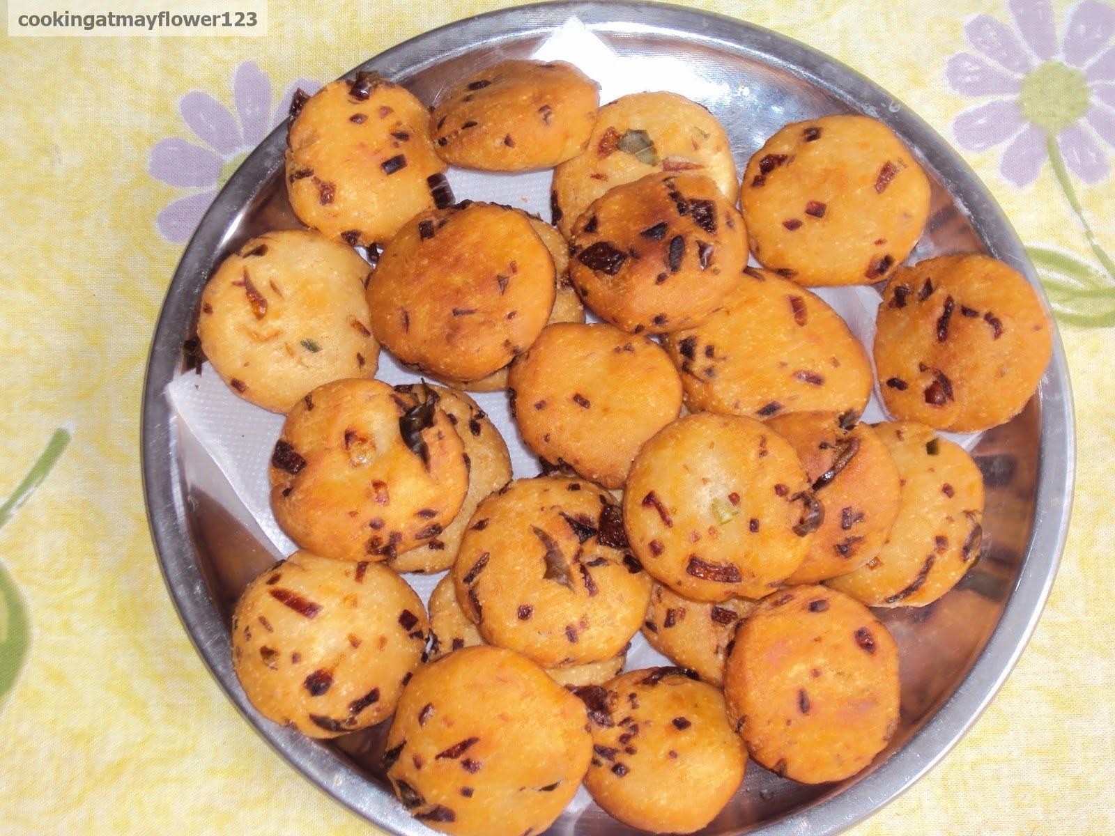 Madhur vada / Nalu mani palaharam/ Tea time snack