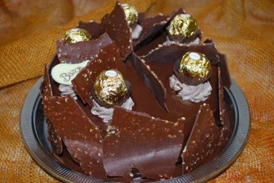 bolo com chantilly dourado