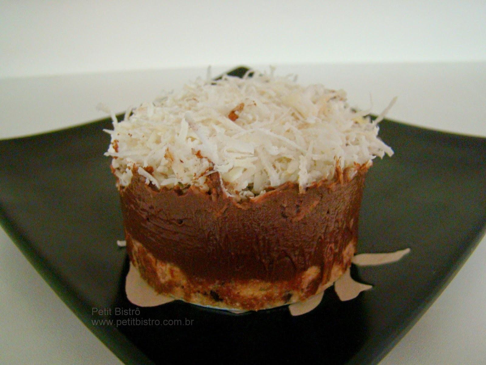 TORTA MOUSSE DE CHOCOLATE COM COCO