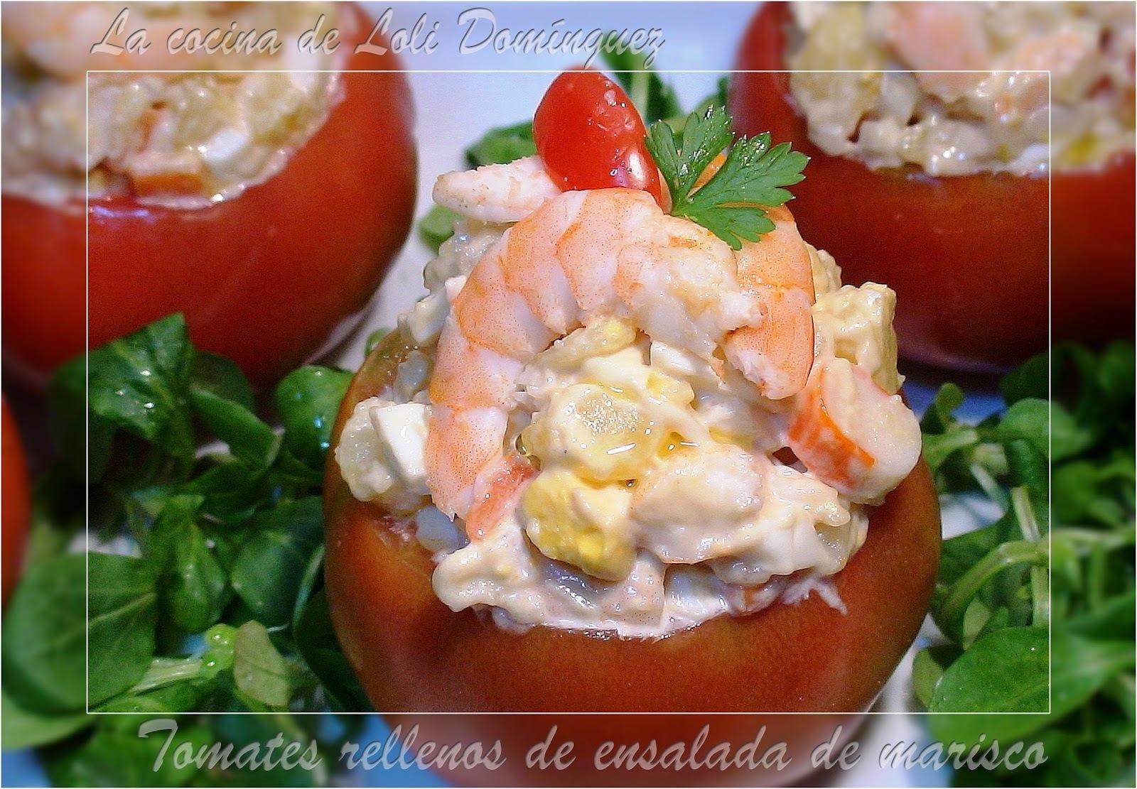 Tomates rellenos de ensalada de marisco