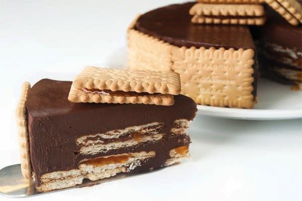 Τούρτα σοκολάτα με μαρμελάδα βερίκοκο & μπισκότο