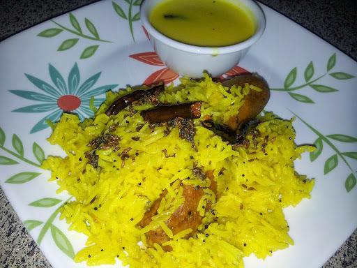 """Gola Bhaat with Marathi Tadka / Phodni  """" A Maharastrian Speciality """""""