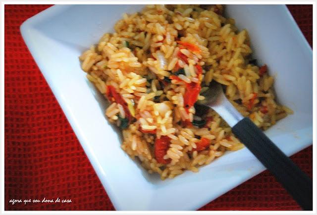 para dias de pressa: arroz frito com tomates secos