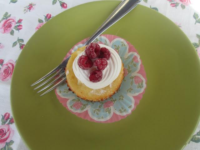 raspberries cheescake cupcakes