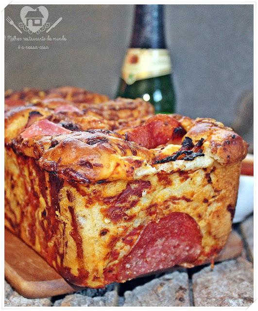 Receita de pão-pizza com salaminho e peito de peru (Pepperoni Pizza Pull-Apart Bread)