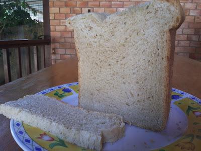 de pão caseiro feito na maquina de pão
