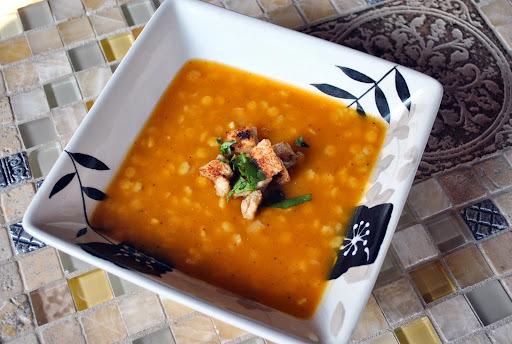 Sopa de Abobora com Pasta e Croutons Rapidos