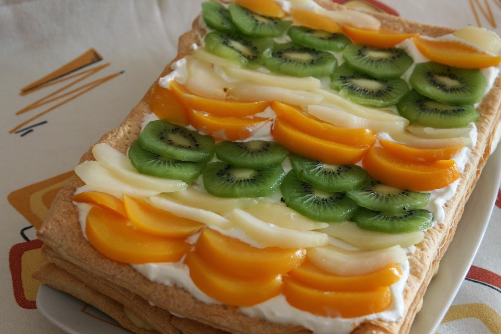 Tarta de frutas con nata y crema pastelera