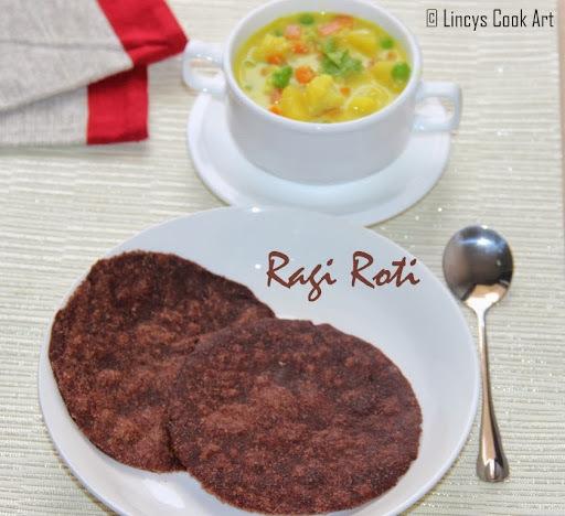 Ragi Chapathi/ Finger Millet Roti/ Ragi Roti/ Koovaragu Chapathi