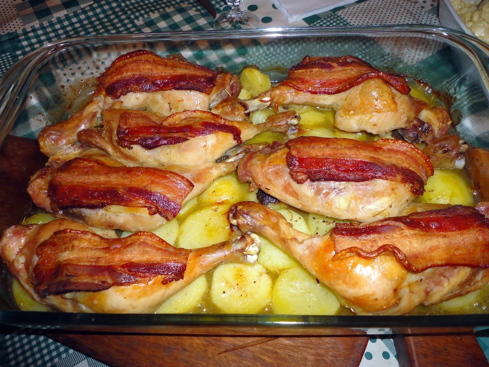 coxa de frango assado com batatas bacon