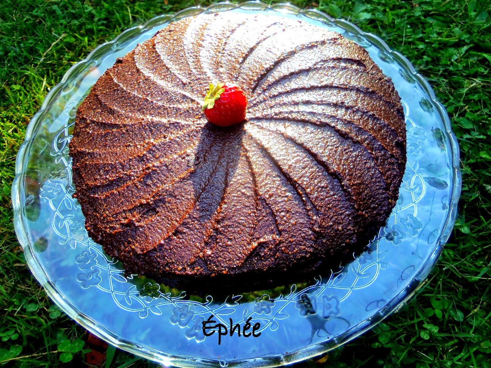 Gâteau aux haricots noirs et betteraves (et oui; c'est divinement bon!), glaçage au chocolat