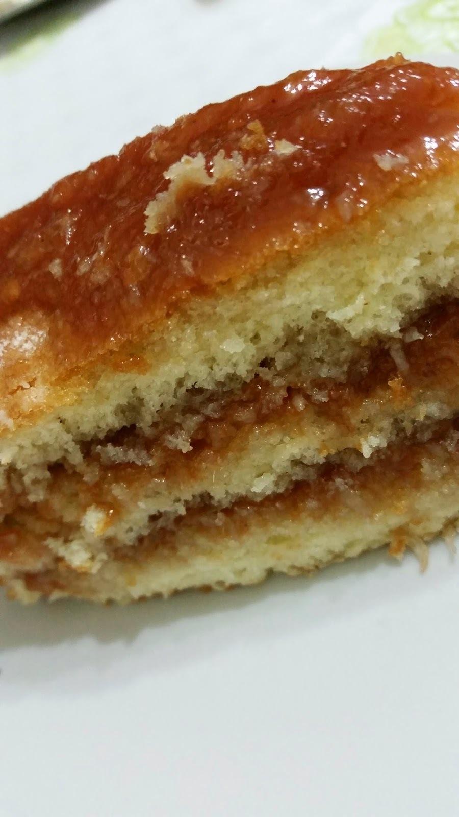 bolo com recheio de goiabada com creme de leite