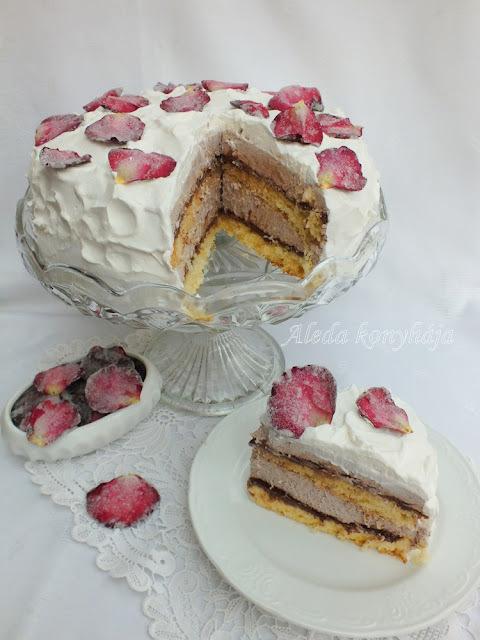 Nutellás kávémousse torta és kandírozott virágszirmok