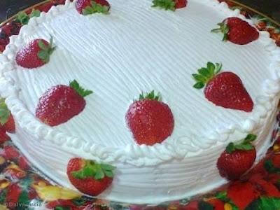 bolo de aniversario na forma de buraco no meio