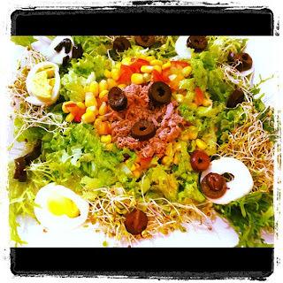 Salada Niçoise com molho de mostarda