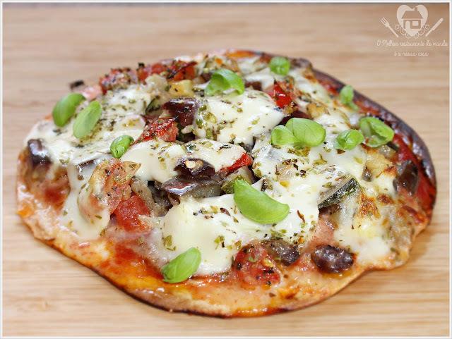 Receita de pizza de wrap com recheio de presunto e refogado de aboborinha e berinjela