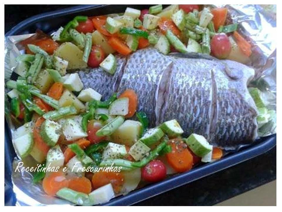 Tilápia ao forno com legumes