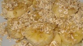 Banana amassada com aveia, açúcar mascavo e canela