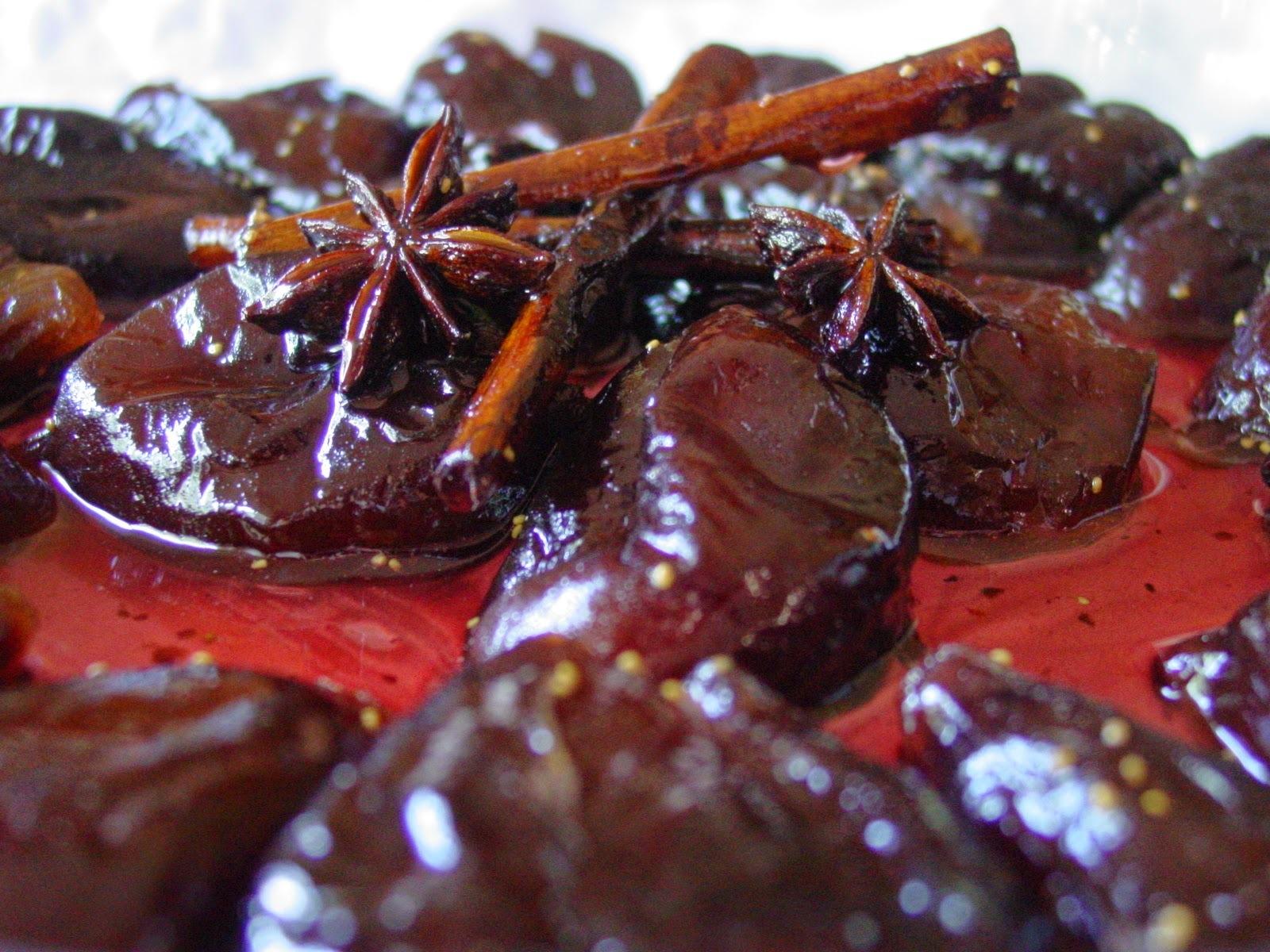 Brevas rojas en almíbar picante de anís, canela y nuez moscada
