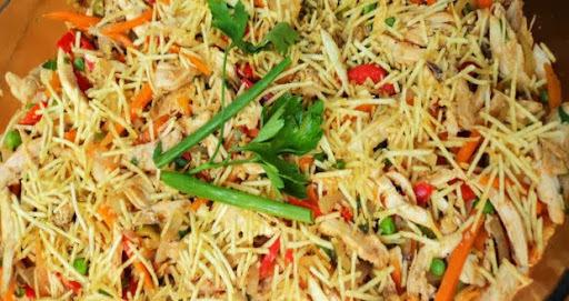 salada tropical com maça acelga e manga