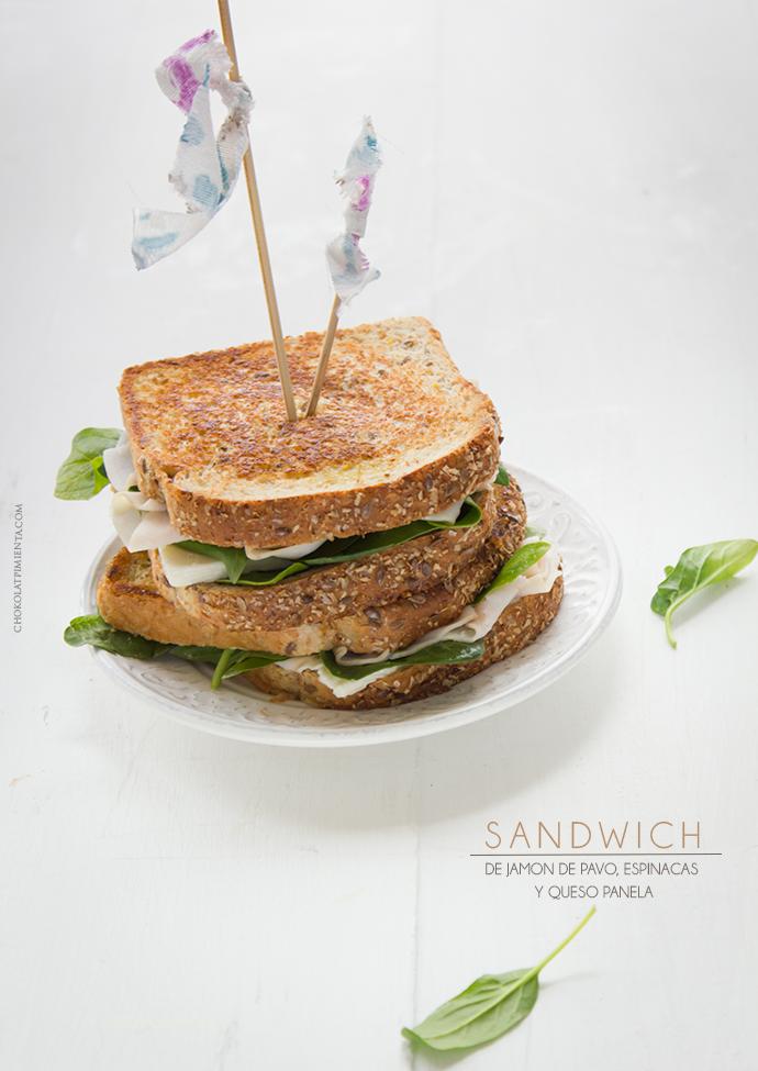 Sándwich de Jamòn de Pavo, Espinacas y Queso Panela
