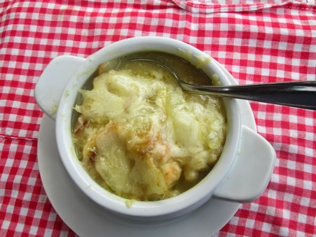 French onion soup (sopa de cebollas francesa)