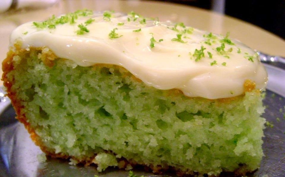 Bolo Verde de Limão com Creme de Leite Condensado
