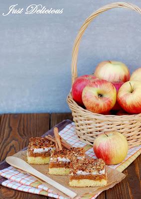 Jablkový koláč so snehom a orechmi