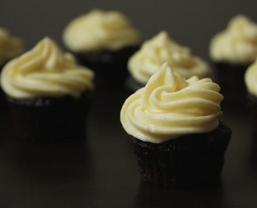 Čokoládové minicupcakes s krémem s lemon curd