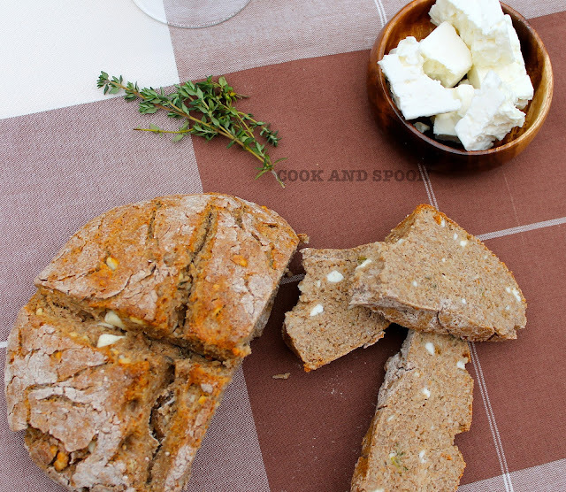 SODA BREAD CON QUESO FETA Y TOMILLO