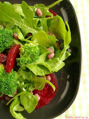 Spenótos-brokkolis céklasaláta adzuki babbal