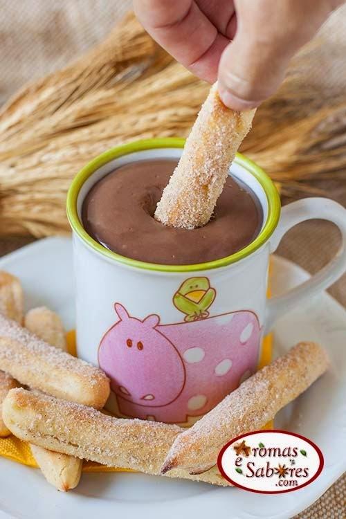 Churros assados com chocolate quente