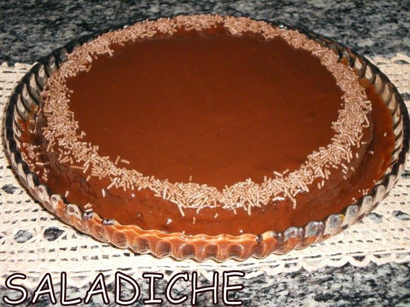 BOLO DE CHOCOLATE SEM FARINHA COM CALDA DE BRIGADEIRO