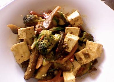 Menu del dia: Tofu salteado con verduras