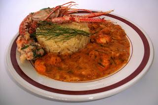 Risoni ao molho de tomate com camarão e lagostim