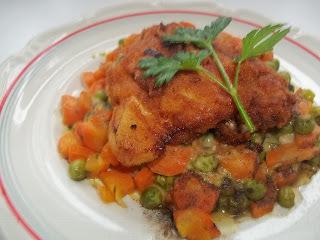 Rántott csirkecomb, vegyes zöldséggel
