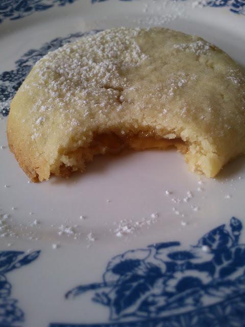 Cookies λεμονιού με lemon curd και κέρασμα