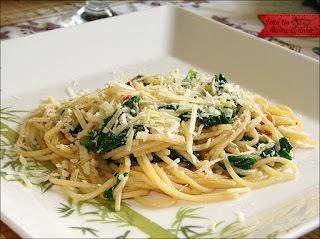 Espaguete com Vinho e Espinafre