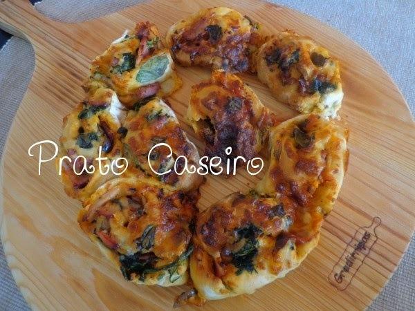 Pizza enrolada de espinafres e enchidos